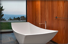 Large soaking tub of the Post House